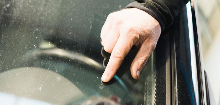 Glasschäden werden bei uns schnell und unkompliziert repariert.
